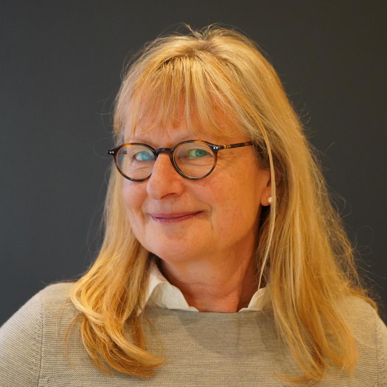 Dr. med. Barbara Bernhart-Martius - Frauenarzt | Gynäkologikum 24 - Praxis für Gynäkologie München | Zentrum